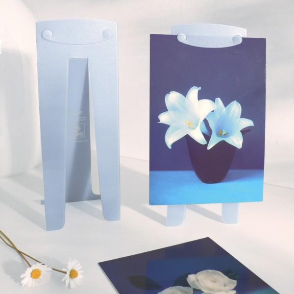 photo-produit-expo-chevalet-plastique-bleu-ciel-pascal-grossiord-design-avec-plaisir-design-1000689-fonce